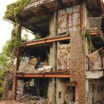 行政代執行で解体へ 老朽化激しい空き家マンション