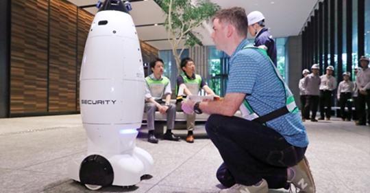 ロボットが外国人被災者を支援 「防災週間」で訓練