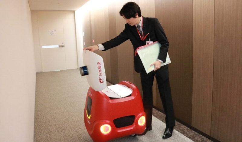 エレベータにも乗れた!無人配送ロボット「YAPE」の建物内移動に日本郵便が成功
