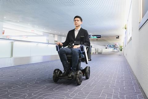 【ビルメンロボット】羽田空港、第1ターミナルで3種のロボット導入。自動運転椅子/遠隔案内ロボット/消毒ロボット