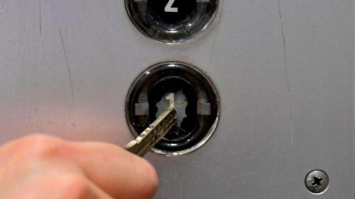 【ビル消毒・衛生】白濁、傷、曇り… エレベーターのボタン、〝コロナ〟でぼろぼろ? 「消毒おばさんが…」