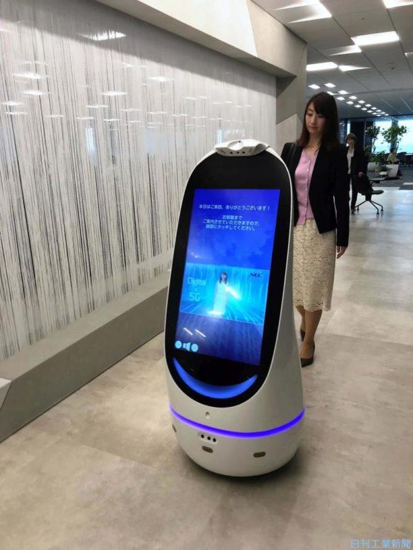 NECが自治体向けに庁舎案内3密回避支援ロボットを開発