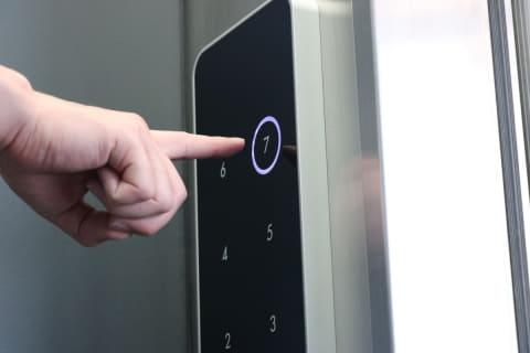 【ビルメン衛生】エレベータの非接触ボタン、照明非接触スイッチもここまでスマートに