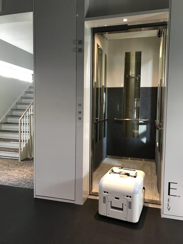 【ビルメンロボット・AI】自動でエレベーター乗降する清掃ロボット ついに今春発売!